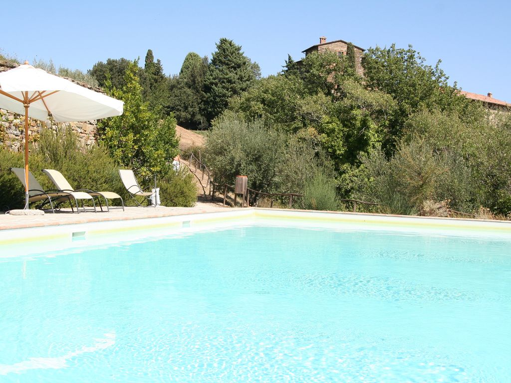 Castle cottage near perugia with large pool garden and for Castle gardens pool