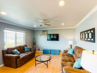 Photo for Lakeview condo with cozy atmosphere, easy access to town