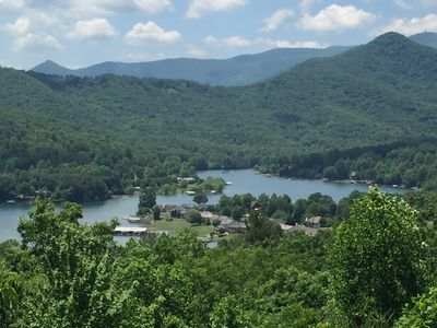 Beautiful year round view of Lake Chatuge and national forest. 1/2 mile to town.