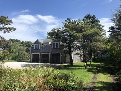 Beautiful Custom home on large private property. 10 minute walk to beach!