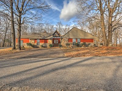 Photo for Southaven Home on 8 Acres w/Private Pool & Porch!