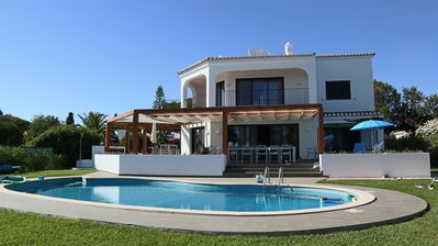 Photo for Beautiful, renovated villa for 12 people, 100 meters from the sea