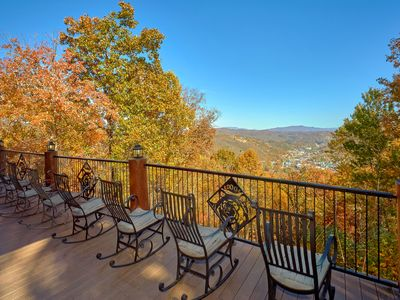 You Deserve the Best... Bear Paw Lodge! Privacy.. Luxury.. Hiking Trail to Park