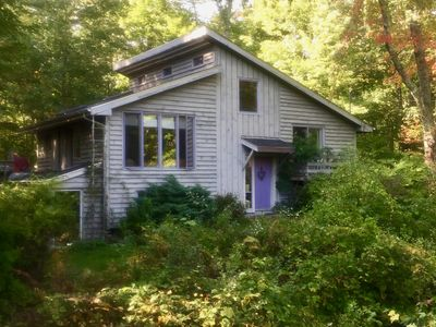 Peaceful getaway, secluded property with large swimming pond & beautiful garden