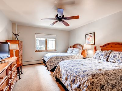 Photo for 2 Bedroom + Den Condo at Amazing Complex with Pool, Hot Tubs, Gym!