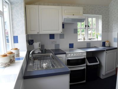 Refitted kitchen with full cooker and washing machine