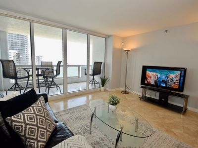 3748 Uber Modern Miami (3 bedroom condo)