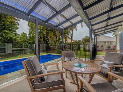Photo for 4 min walk to SLSC beach, Modern Retro, FOXTEL, AC, PETS, pool table~Sunny Coast