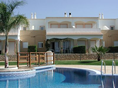Photo for Spacious Vivenda with 3 terraces, pool and tennis court by the sea