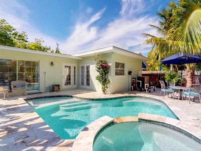 Photo for Newly remodeled cottage w/private pool and easy beach access.