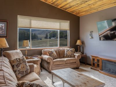Large home ~ Sleeps up to 8 (Over 1600 sq ft of space with amazing views!)