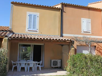 Photo for Holiday home on a small beautiful holiday park with large pool, near Arles