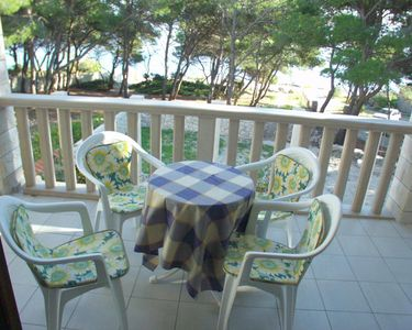 Photo for One bedroom apartment near beach Sumartin (Brač)