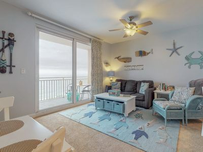 Photo for Beachfront West Tower condo w/heated pools, hot tub & beach chair service
