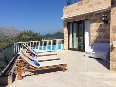 Photo for A POSITION OF POWER! Infinity pool, airconditioning, sea views, sea bree