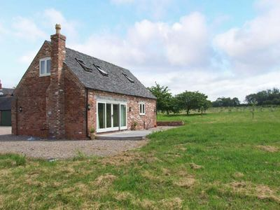 Photo for 1BR Cottage Vacation Rental in Burton-on-Trent