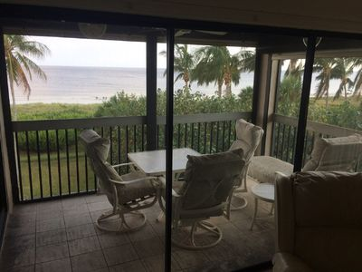 DIRECT OCEANFRONT VIEW WITH CORNER SCREENED LANAI AND BEAUTIFUL SUNSETS