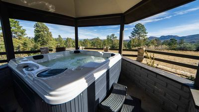 🔥Brand New Hot Tub! Tons of Games! Rustic Hilltop Cabin!