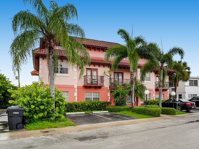 Photo for Spacious and charming 2-level condo Lauderdale Sea