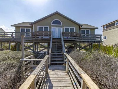 Welcome to Tara's Haven! - This beautiful, beach front property sleeps 10 in 4 bedrooms and has it's own private beach access, making it perfect for your next beach getaway!