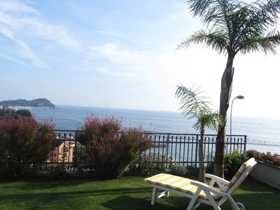 Photo for Apartment in villa with lawn, sea view, equipped with every comfort