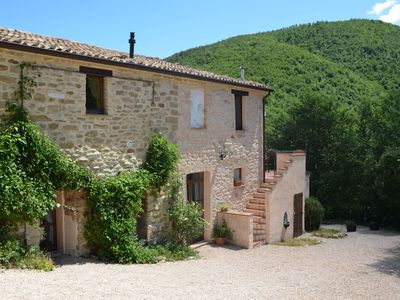 Photo for Apartment in restored farmhouse, beautiful views over the hills and pool