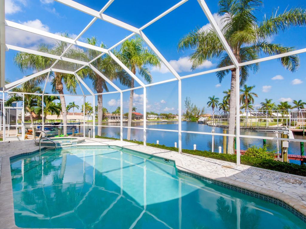 Bonita Breeze Situated On An Oversized Wate Homeaway