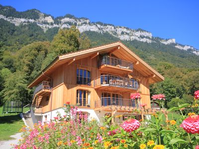 Photo for Luxurious chalet with charm & view 3km from Interlaken 7 rooms, 14 people