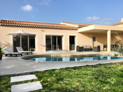 Photo for Beautiful contemporary villa with heated pool in the heart of Alpilles 4 pers