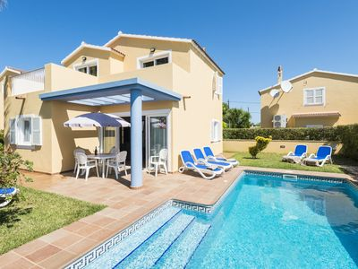 Photo for A villa that sleeps 6 guests  in 3 bedrooms