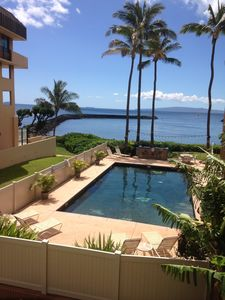 Photo for WOW OCEANFRONT ! Remodelled One Bedroom in Central Location of MAALAEA