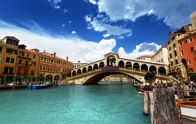 Rialto Bridge. You do not see this from the apartment!