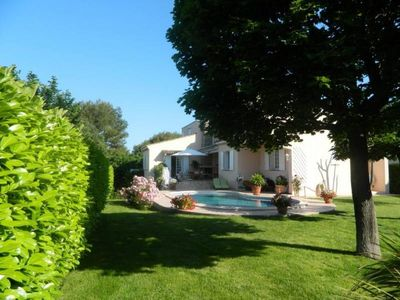 Photo for Pretty Provencal villa with pool very quiet