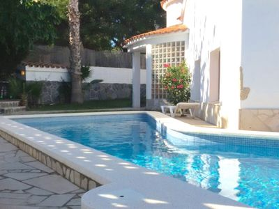 Photo for Villa in quiet area with private pool, 10min beach and center