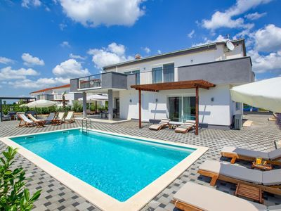 Photo for Modern new villa with pool near Zadar