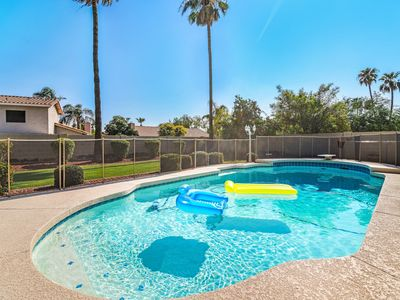 Photo for Scottsdale Serenity! 5Bd with Sparkling Pool!
