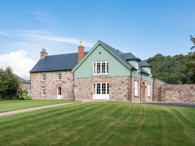 Photo for DRYBURGH FARMHOUSE ONE - stunning riverside location, two en-suite bedrooms