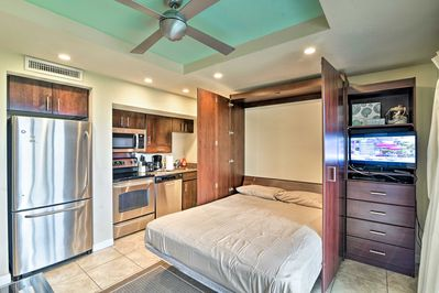 Up to 4 lucky guests can enjoy this tastefully furnished modern unit.