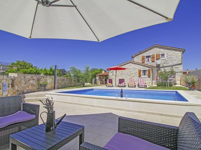 Photo for Holiday house Dolores * fenced garden, private pool, BBQ, free WiFi