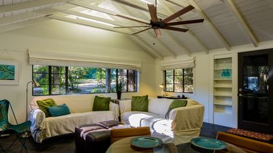 Quiet Fairhope Cottage Nestled Under Live Oaks, 1 Block from Downtown