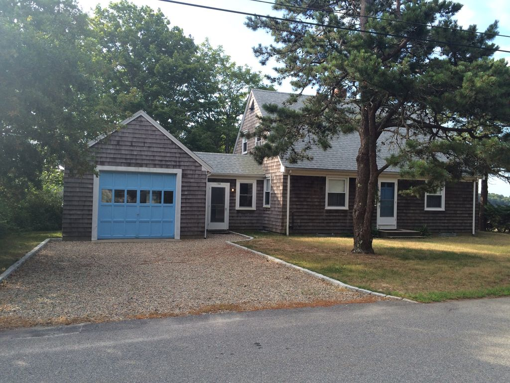 Falmouth cape cod summer vacation rental waterfront for Cabin rentals in cape cod ma