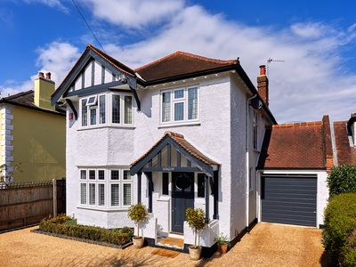 Photo for Hampton Court - Stylish family home -sleeps 8