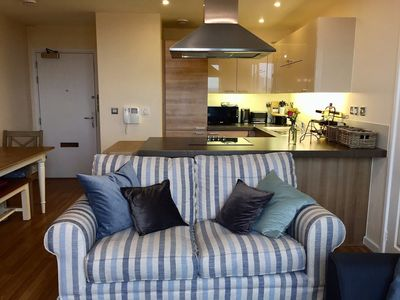 Photo for One bedroom apartment with a city view. 14 mins to Westfield shopping (Veeve)