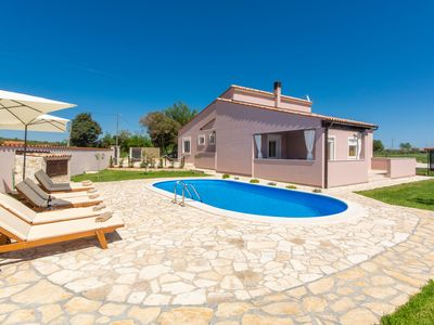 Photo for Peaceful Villa in Loborika with Swimming Pool
