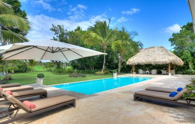 PROMO! Walk to the Beach, Huge Swimming Pool, Maid/Butler Service, Free Wifi, AC, Very Spacious!