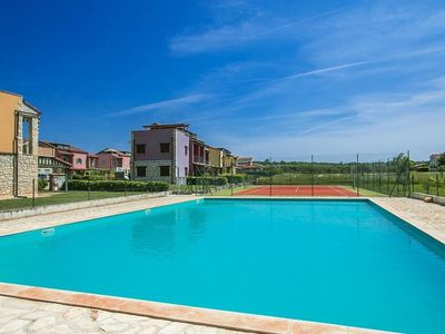 Photo for Apartment Paradise with shared Pool and Tennis Court near Poreč