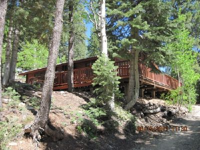 Log cabin in Duck Creek near skiing at Brian Head, hiking at Zion & Bryce Canyon