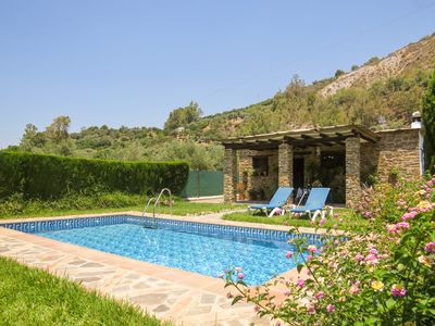 Photo for Cosy cottage with garden and private pool