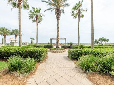 Photo for Beautiful 2 bedroom Gulf Front Condo at the Beach Club. Fun in the Sun!!