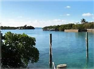 25ft dock with easy access to Sea of Abaco and surrounding islands